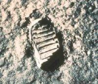 宇宙飛行士の足跡。必要な資源はそこにある。