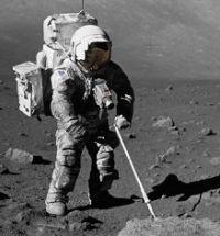 宇宙服は白だったのでは?アポロ17号宇宙飛行士Jack Schmittの宇宙服。月のダストで灰色。