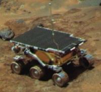 ソジャーナのホイールに火星のダストが付着していることに注意。これは静電気が発生している証拠。(画像:NASA)
