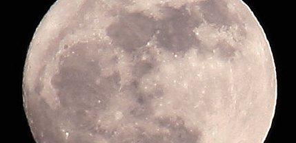 普通の月の写真