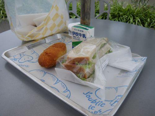 クラブハリエジュブルリタンで昼飯
