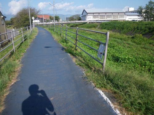 草津川の自転車道路