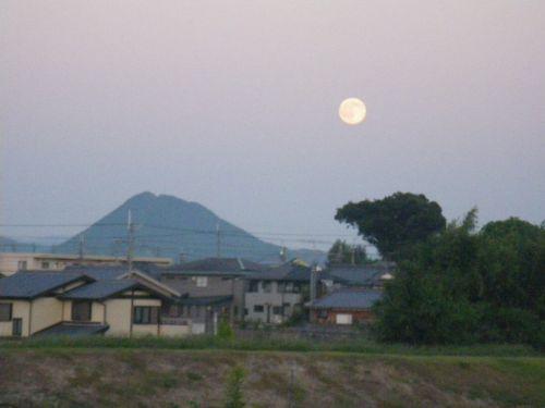 近江富士と満月