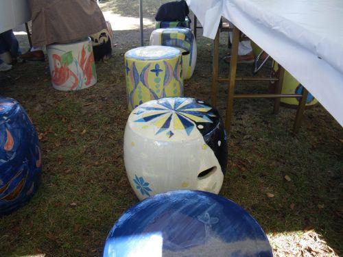 陶器製の椅子