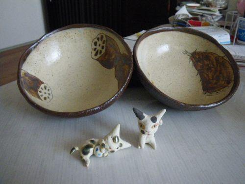 丸小鉢と猫の置物