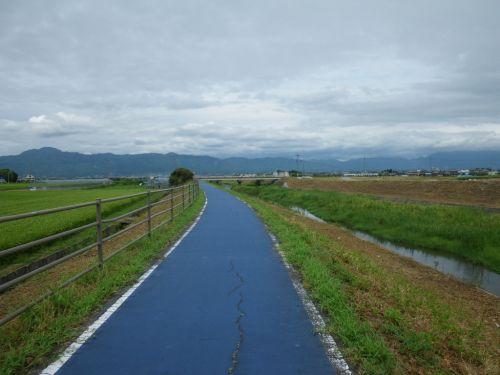 葉山川の自転車道路