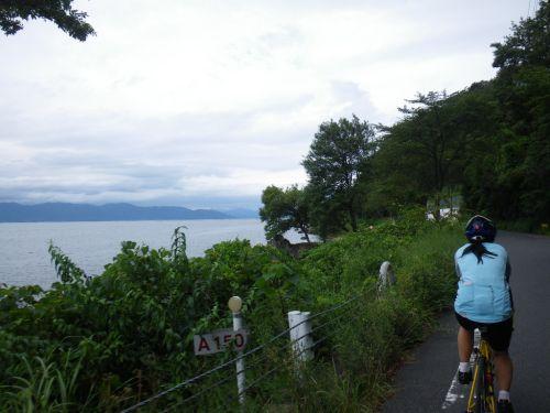 琵琶湖畔の道