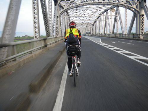 揖斐川を渡る