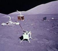 LEAMの写真。手前の箱型の計測装置がLEAM。(画像:NASA)